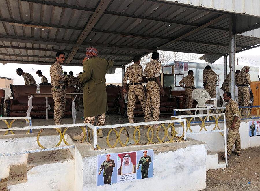 Husilerin Lahic kentinde yer alan El-Aned Hava Üssü'ndeki askeri geçit törenine düzenlediği hava saldırısı sonrası yaşanan askeri hareketlilik.