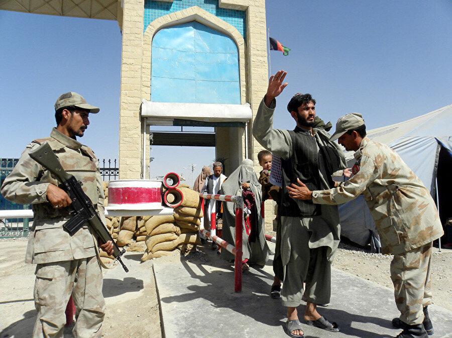"""İslamabad'ın """"stratejik derinlik"""" politikası gereği, Afganistan'ı Pakistan'a bağlı bir devlete dönüştürme politikası izlediği yıllar. 2014."""