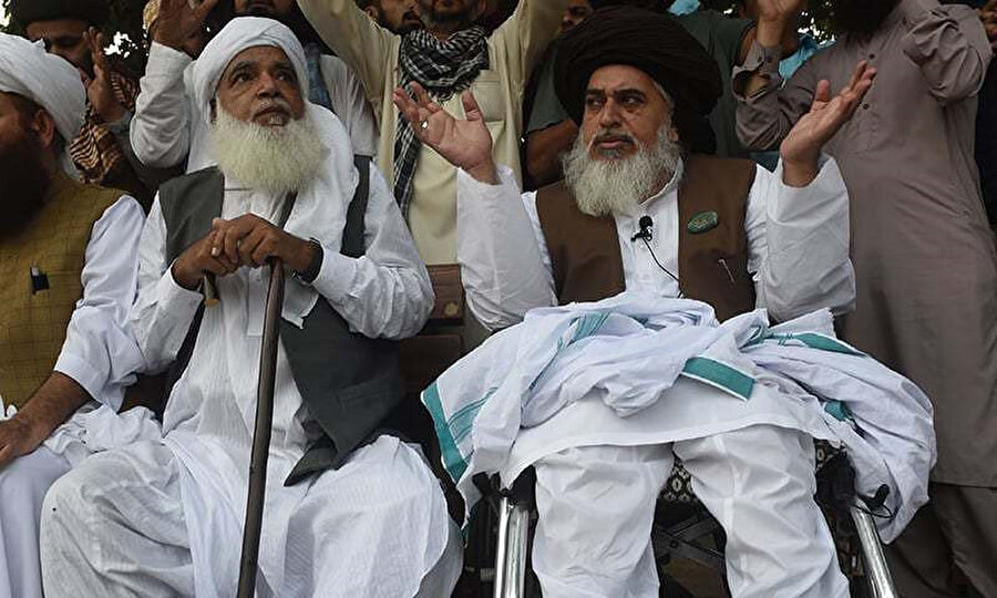 TLP liderleri Afzal Kadri (solda) ve Hadim Hüseyin Rizvi, Asia Bibi'nin beraat kararını protesto için düzenlenen gösterilere önderlik ediyor.