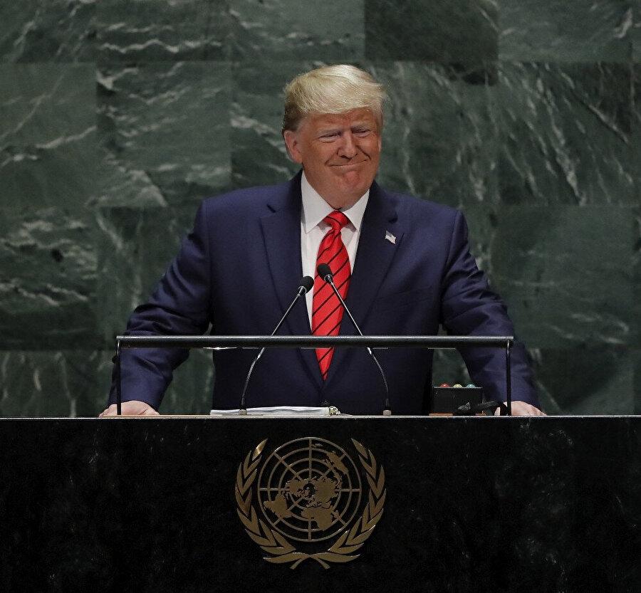 ABD Başkanı Trump konuşma yaptığı sırada görünüyor.