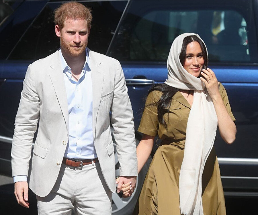 Prens Harry ve Meghan Markle, cami ziyaretine giderken