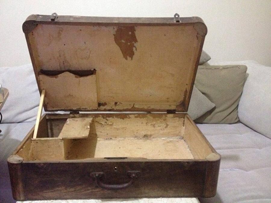 Eski tahta bavul