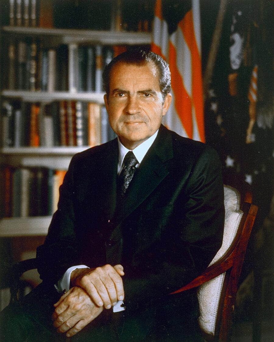 Richard Nixon, azledilme sürecinde görevinden istifa etmişti.