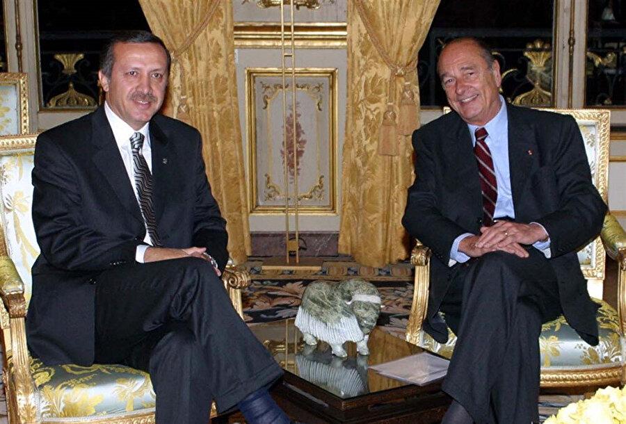 Türkiye'ye AB müzakereleri sürecinde verdiği destekle Türk vatandaşların sempatisini kazandı.