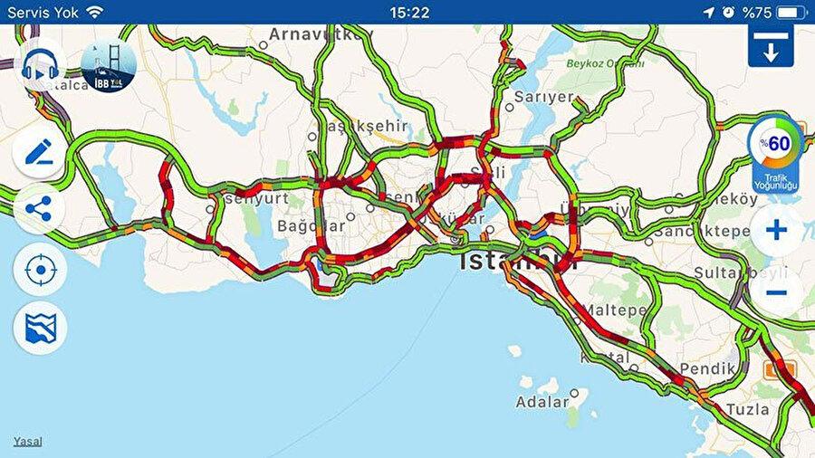 Birçok noktada trafik yoğunluğu yaşanıyor.