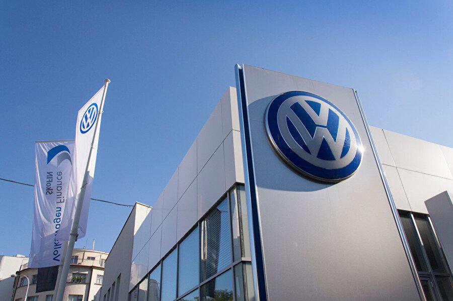 Volkswagen'in emisyon skandalı, şirkete ciddi bir prestij kaybı yaşattı.
