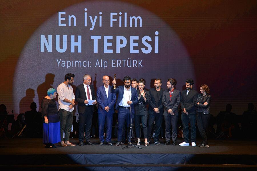 Nuh Tepesi, Altın Koza Film Festivali'nde en iyi film ödülünün sahibi oldu