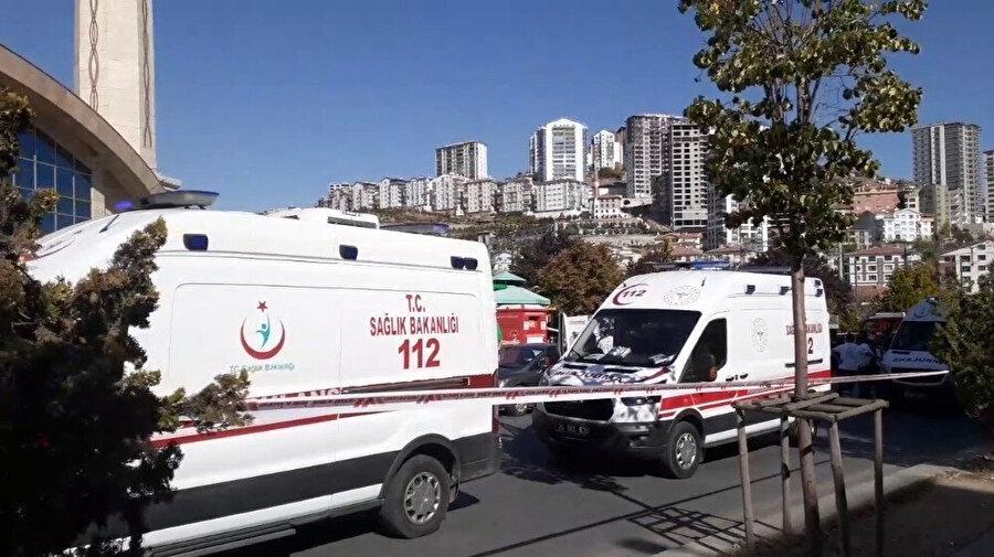 Olay yerine çok sayıda ambulans ve polis ekibi sevk edildi. -DHA