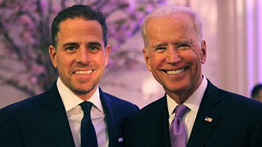 Demokrat başkan adaylarından Joe Biden (sağda) ve oğlu Hunter