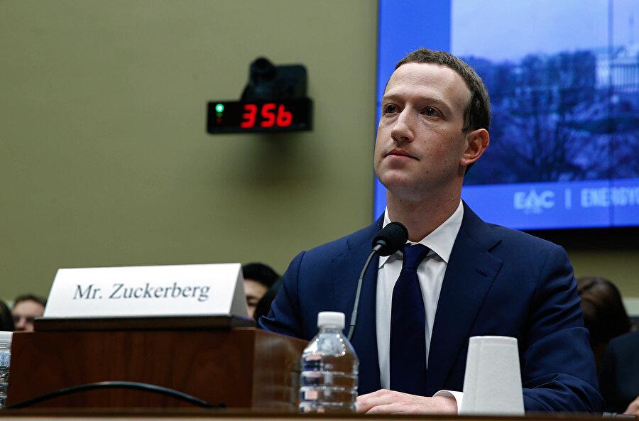 Cambridge Analytica skandalı, Mark Zuckerberg'i kamuoyu önünde fazlasıyla 'şüpheli' bir noktaya getirmişti.