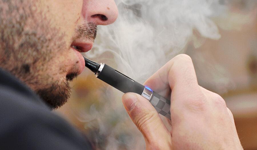 Elektronik sigara, ABD'de de yasaklanması yönünde atılan adımlarla gündemde.