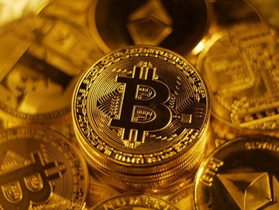 Geçtiğimiz hafta birkaç saat içinde yüzde 20'ye yakın değer kaybeden Bitcoin, 7700 dolar seviyelerine kadar inmişti. Bir numaralı kripto para, buradan biraz iyileşme göstererek bugün 8230 dolardan alınıp satılıyor.
