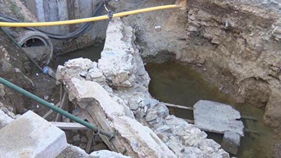 Tarihi kalıntıların ortaya çıktığı alandaki İSKİ çalışmaları durduruldu.