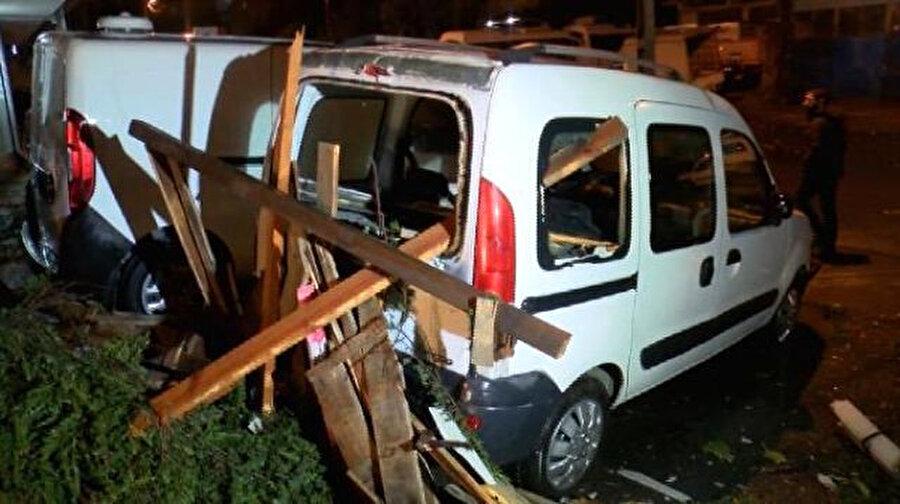 Araçlarda maddi hasarlar oluştu. -DHA
