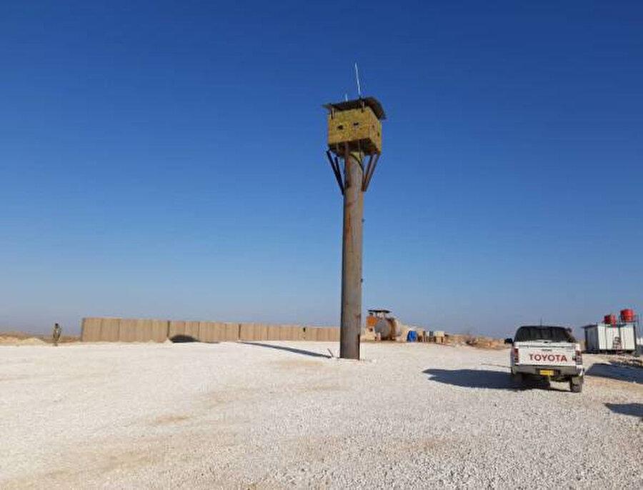Tel Abyad'da ABD askerleri tarafından kullanılan bir üssün boşaltıldığına dair fotoğraf