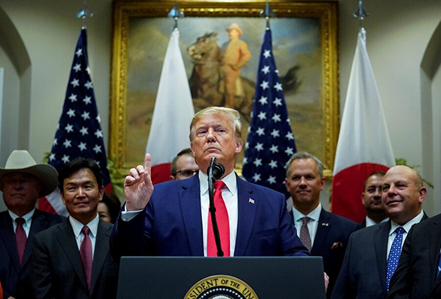 ABd Başkanı Donald Trump konuşma yaptığı sırada görünüyor.