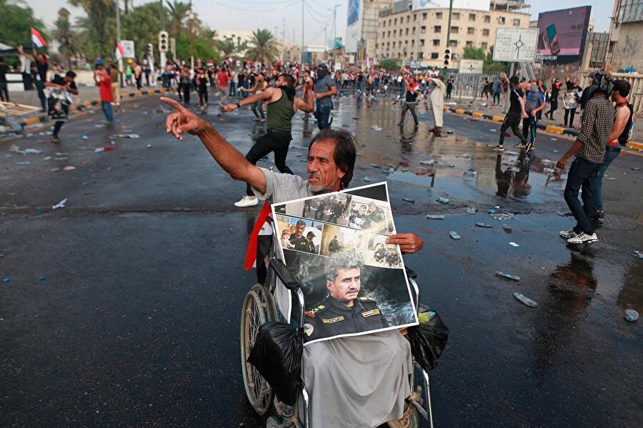 Irak'ta yolsuzluk, işsizlik ve kamu hizmetlerinin yetersizliği sebebiyle düzenlenen gösterilerde General Abdülvahap el Saadi'nin azledilmesinin de halkın tepkisine yol açtığı görüldü.