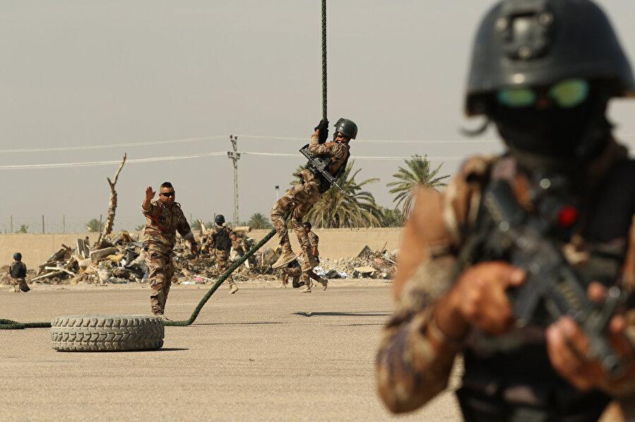 ABD tarafından eğitilen Irak Terörle Mücadele Gücündeki askerler.