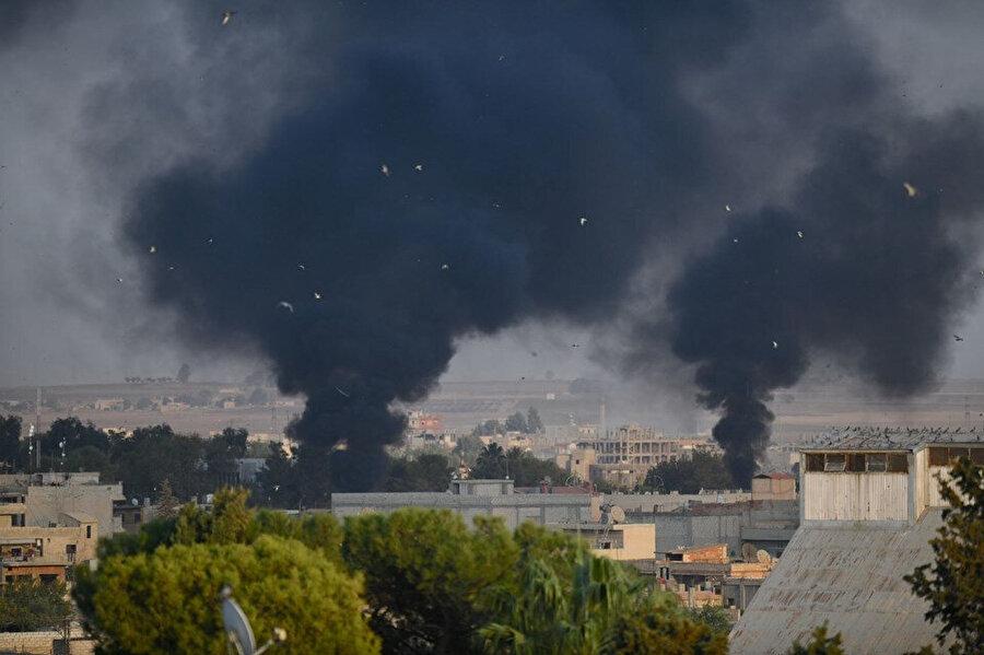Bölgeden yoğun dumanlar yükseliyor