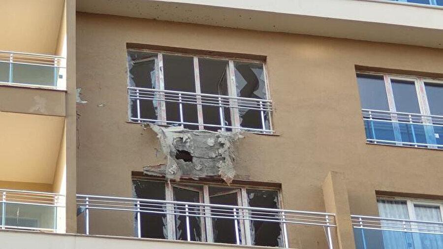 Teröristlerin attığı havan bir eve isabet etti.
