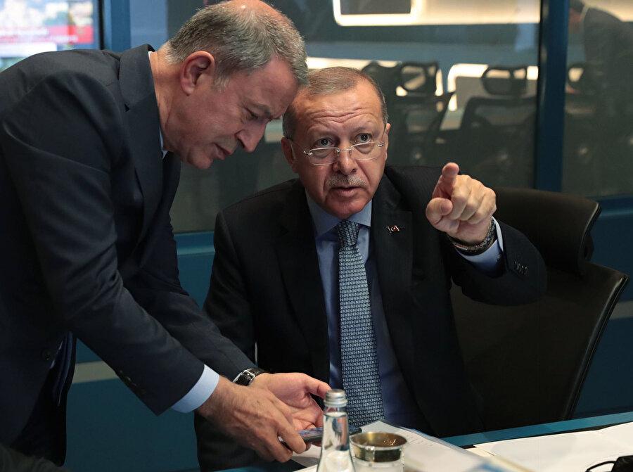 Erdoğan, Milli Savunma Bakanı Hulusi Akar'dan bilgi alıyor