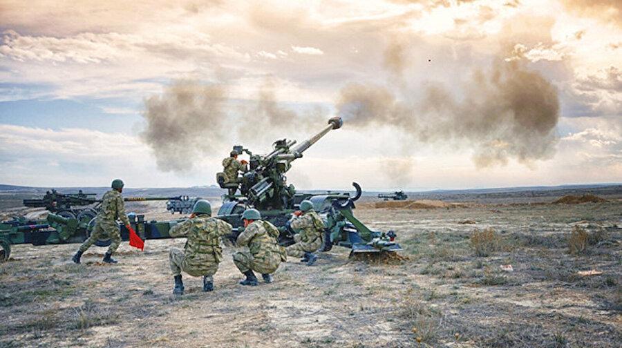 Barış Pınarı Harekatı, kara operasyonlarının da başlamasıyla son sürat devam ediyor.
