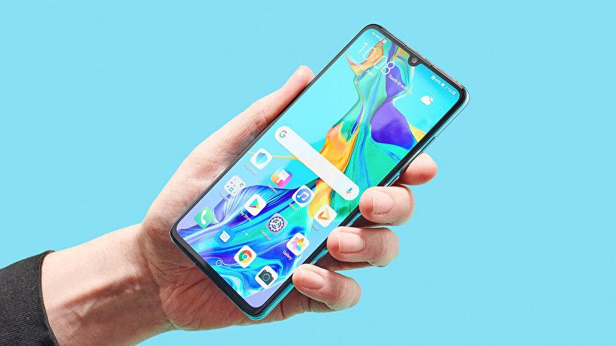 Böylece Huawei ABD'de tekrardan bazı telefonlarının satışlarına başlayabilecek gibi görünüyor. Kapsam alanı henüz açıklanmış değil ama önümüzdeki dönemlerde yeni bilgilerin geleceği tahmin ediliyor.