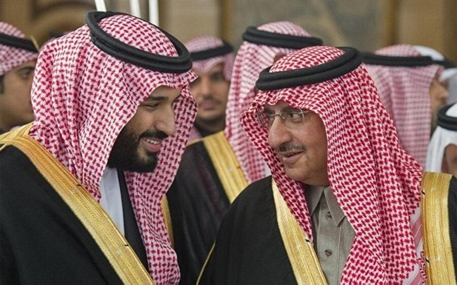 Prens Muhammed bin Nayef, (sağda) Veliaht Prens Selman'la birlikte.