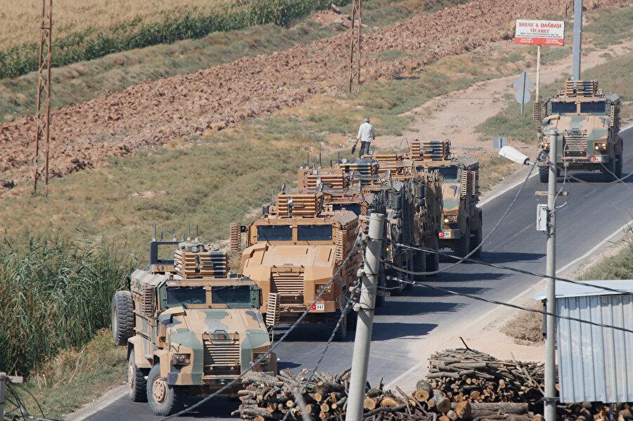Akçakale ilçesinin Suriye sınırında askeri hareketlilik sürüyor.