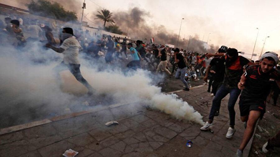 Irak'ta 1 Ekim'de başlayan gösterilerde polisin orantısız güç kullanmasının protestoların şiddetini artırdığı görülmüştü.