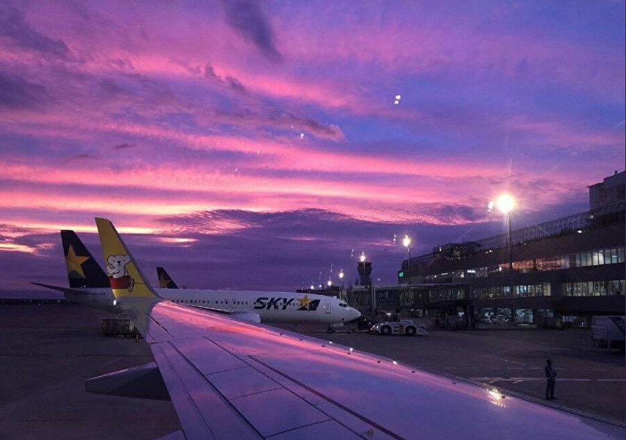 Gökyüzü mor renge büründü