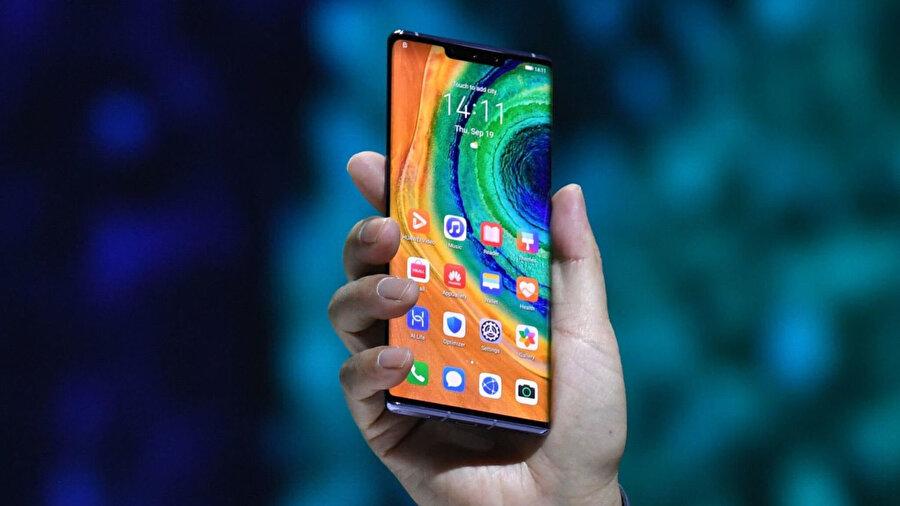 Huawei'nin 300 milyon telefonu satışı ile bu yılın sonuna kadar dünyanın en büyük akıllı telefon üreticisi olacağını tahmin ediliyor.