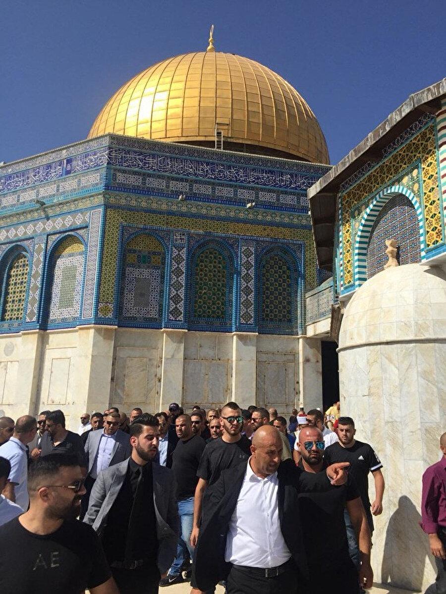 Filistinliler, İsrail ile yakın temas ve iş birliği içinde bulunan Suudi Arabistan'ın milli futbol takımının Mescid-i Aksa ziyaretine tepkiyle karşıladı.