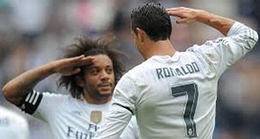 Cristiano Ronaldo da Real Madrid forması giyerken gol sevincini takım arkadaşı Brezilyalı Marcelo ile asker selamı vererek kutlamıştı