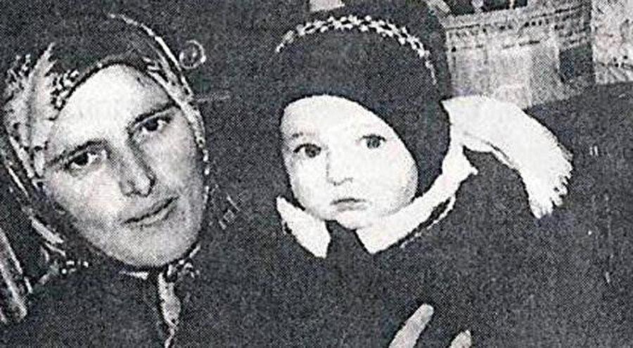Alnından vurularak şehit edildikten sonra direnişin sembolü haline gelen Türkan bebek.