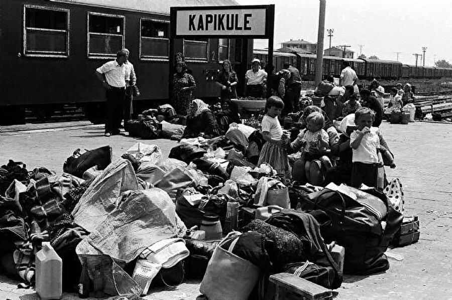 1989 yılında Bulgaristan'dan Türkiye'ye göç eden Müslümanlar Kapıkule Sınırından Türkiye' giriş yaptı.