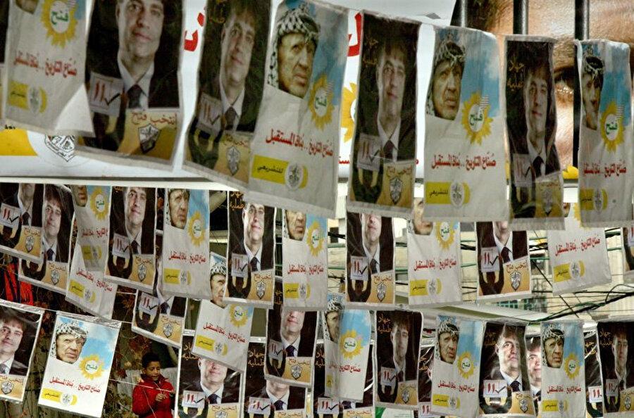 2006 parlamento seçimleri için hazırlanan posterler.