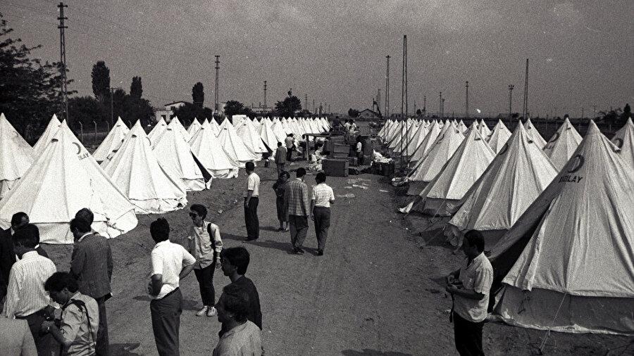 1989'da Bulgaristan'dan sınır dışı edilen Türkler için Edirne'de kurulan çadırkent.