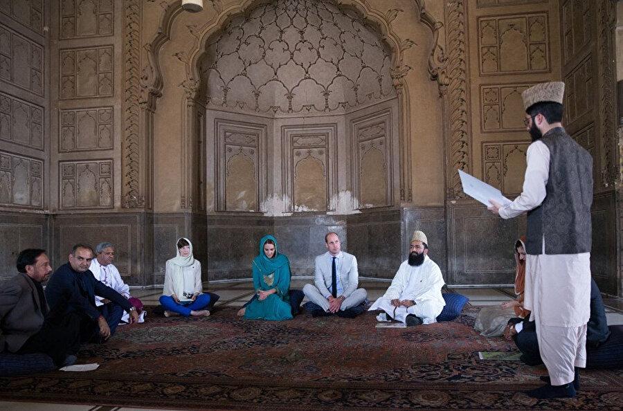Kate Middleton ve Prens William Kuran dinlerken.