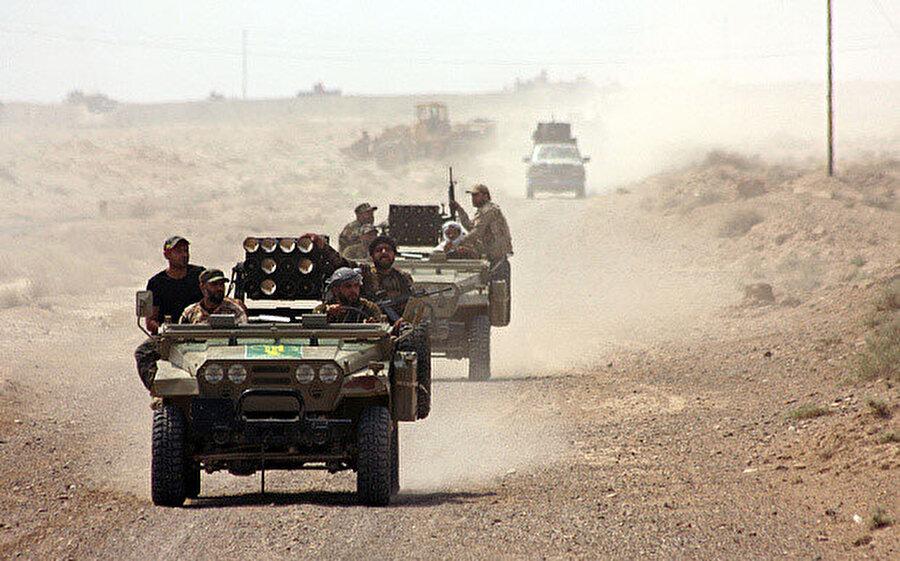 DEAŞ'a karşı yapılan mücadelede görev alan Iraklı güvenlik güçleri.
