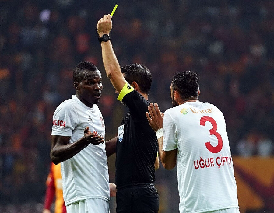 Sivasspor bu sezon ilk kez 10 kişi kaldı.