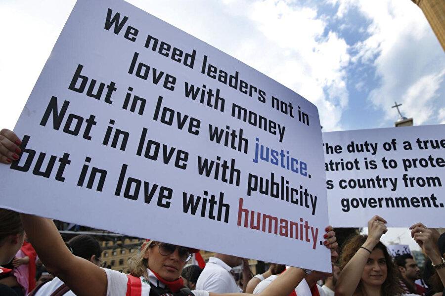 """""""Liderlerin, paraya değil, hakkaniyete; tribünlere değil halka sevdalı olmasına ihtiyacımız var."""""""