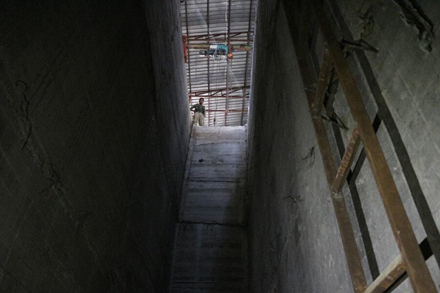 Merdivenlerle yerin yaklaşık 13 metre altına iniliyor