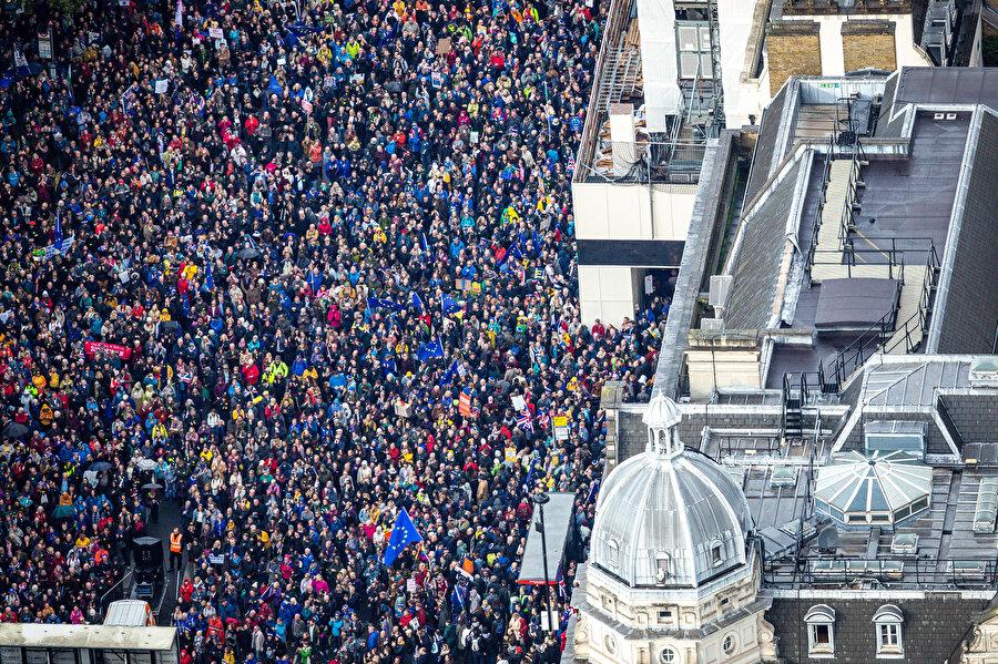 Brexit karşıtı protestolar havadan böyle görüntülendi.