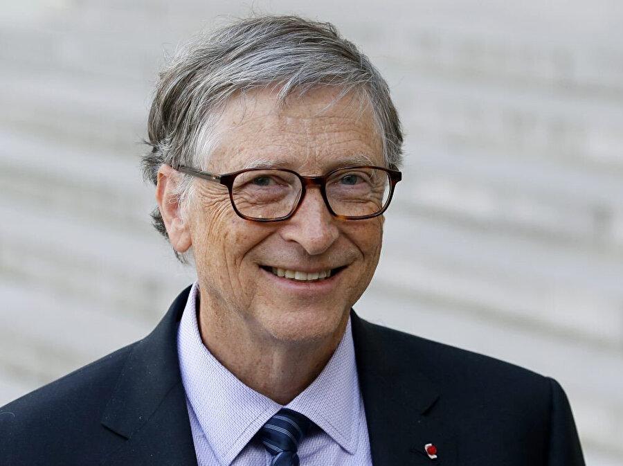 İş dünyasının ünlü sosyal platformu LinkedIn'in yöneticisi Daniel Roth'a konuşan Bill Gates, gelecekte kariyer yapacak kişiler için en önemli alanların fen bilimleri, matematik ve ekonomi olacağını düşündüğünü açıklamıştı.