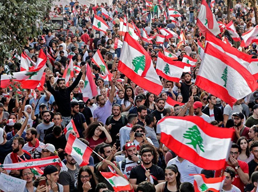 Lübnan'da 7. gününde gösteriler devam ediyor.