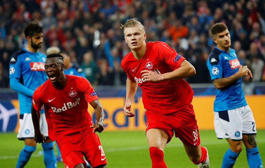 Erling Haaland Napoli'ye karşı 2 gol kaydetti.