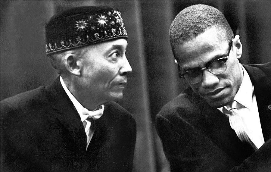 Malcolm X, 1953'te Chicago'da Nation of İslam'ın lideri Elijah Muhammad'i ziyaret eder.
