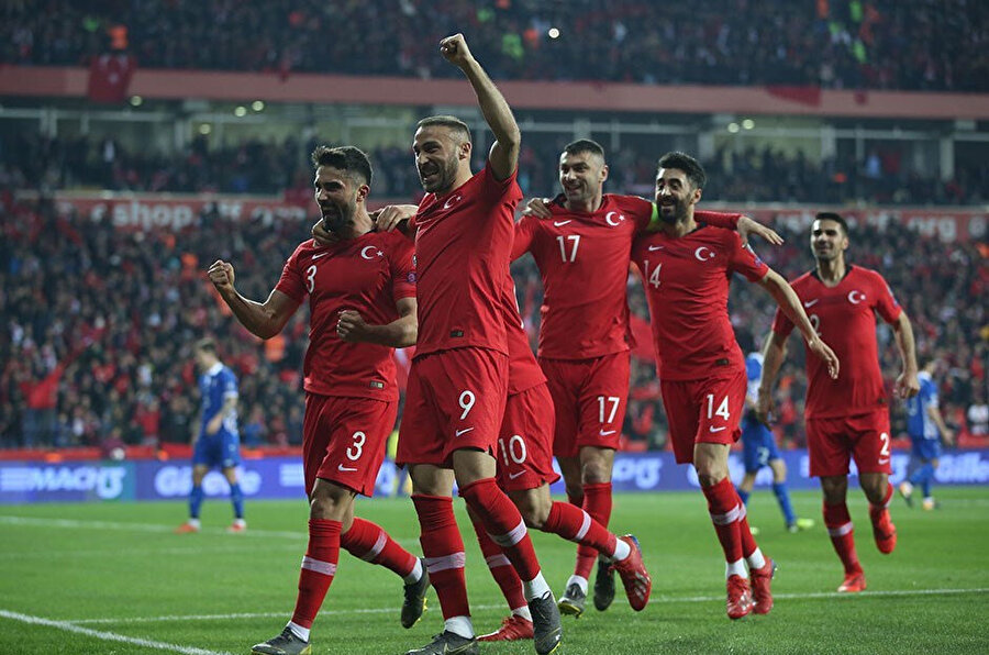 Cenk Tosun grup aşamasında 5 gol kaydetti.
