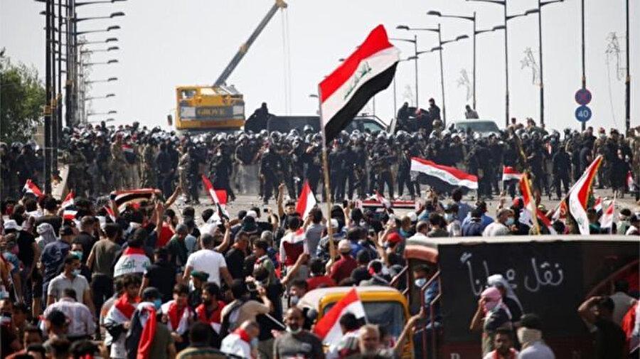 Hükümet binalarının bulunduğu bölgeye girmeye çalışan göstericiler, polisin müdahalesiyle karşılaştı.
